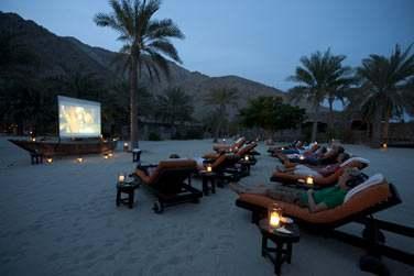 Le soir venu, laissez-vous surprendre par une séance de cinéma... Sur la plage, bien installés sur votre transat